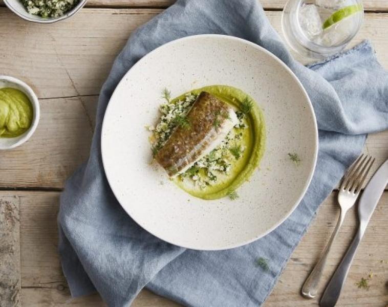 Ugnsbakad torsk med fänkålspurée och blomkålsris