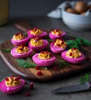 Rödbets-picklade ägg