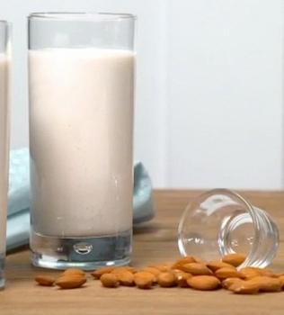 Mandel eller cashewmjölk